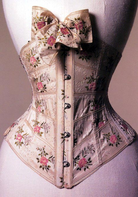 3a7779aefa (above left) A modern representation of the Elizabethan style corset  (center) 1598 reproduction (right) 1902