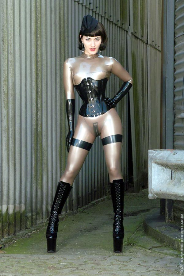 German extreme woman in latex and slavesbmw - 3 7